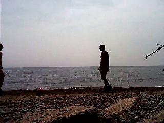 समुद्र तट में str8 फुटबॉल