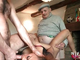 फ्रेंच tanned युवा बेब threeway में मुश्किल fucked
