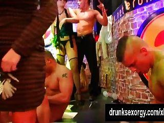 सेक्सी पर्नस्टारों क्लब में कमबख्त