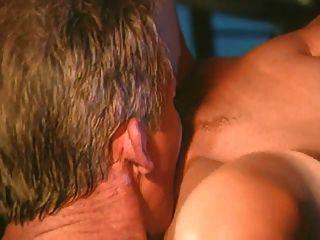 एक एफएमएम में दो सुंदर समलैंगिकों