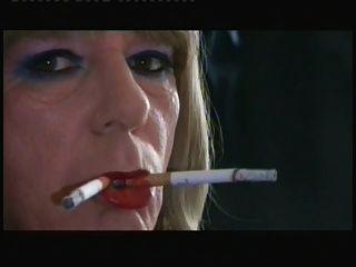 टी लड़की समंथा दो धूम्रपान करने के लिए किया जाता है