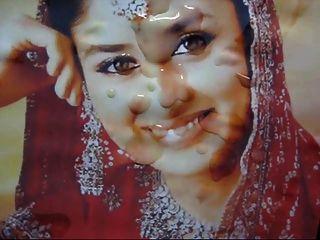 बॉलीवुड स्टार करिना कपूर (श्रद्धांजलि) के चेहरे पर गमन सह