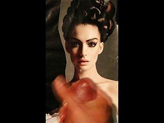 ऐनी आआदे चेहरे पर श्रद्धांजलि सह उसके चेहरे तस्वीर पर सह