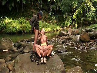 ग्वाडालौप में क्लो डिलेयर सेक्स जॉब
