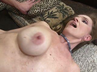 गंदे माँ और बेटे के साथ गर्म परिपक्व यौन संबंध