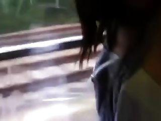 एक ट्रेन में गर्म जोड़े