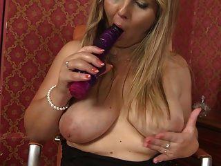 बड़ा रसदार स्तन के साथ परिपक्व मोटा माँ