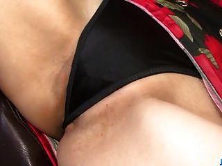 करेन नात्सुरा बड़े तंग योनी को तंग करने के लिए बड़ा डिक का इस्तेमाल करता है
