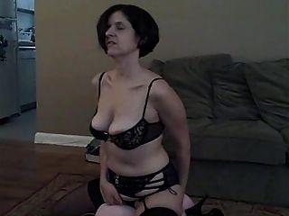 पत्नी नए खिलौने के साथ खेलता है तो सह निगल