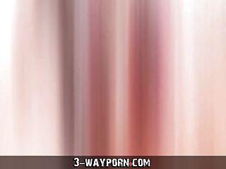 सेक्सी किन्नर लड़का लड़की tranny त्रिगुट में गड़बड़ हो जाता है