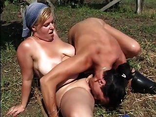 गलफुल्ला सेक्सी लड़की खेत ttt में fucked हो रही है