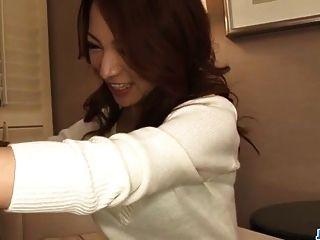 शौकिया, कानाको त्सुचिओ, घुटने टेकने के लिए एक बड़ा डोंग चूसो