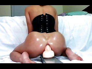 सफेद लड़की विशाल dildo और squirts सवारी
