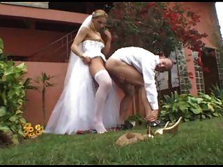 सेक्सी किमलेस एलेसेंड्रा वेंड्रमनी के साथ गर्म विवाह