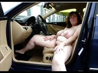 कार में busty masturbating