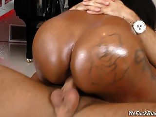 काली लड़की राहेल raxxx विशाल juggs के साथ सफेद मुर्गा लेता है