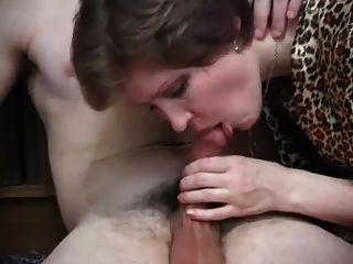 सेक्सी रूसी milf blowjob (xednorton)