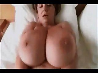 परिपक्व स्त्राी अच्छा बड़े स्तन पहनते हैं ट्वीड