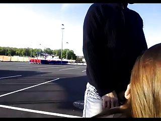 सुपरमार्केट पार्किंग पर गुदा सेक्स