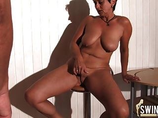 भारी स्तन भाग 1 के साथ गृहिणियां!