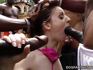 स्टेला कॉक्स काले लंड बेकार है और चेहरे का हो जाता है