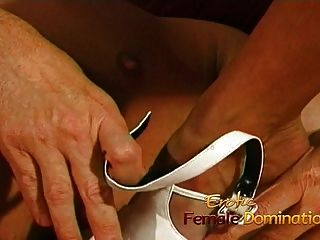 busty नर्स एक विशाल पट्टा पर उसके गांठदार रोगी fucks पर