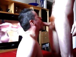 अदरक मुर्गा देख एक blowjob हो जाता है समलैंगिक अश्लील एक चेहरे देता है