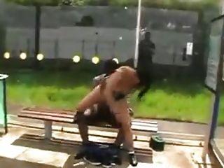 वेश्या जनता में काले आदमी fucks !!!