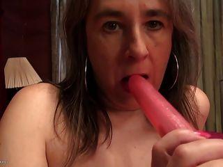 प्यासा पुराने योनी के साथ शौकिया परिपक्व माँ