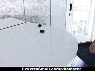 exxxtrasmall छोटे लड़की स्काउट विशाल मुर्गा द्वारा गड़बड़