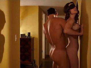 खड़े स्थिति में एशलीन येंनी सेक्स
