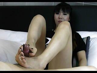 एशियाई लंबे toenail footjob