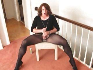 गर्म और सेक्सी crossdresser अकेले घर