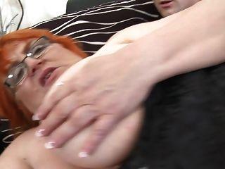 दादी ssbbw युवा लड़के द्वारा गड़बड़