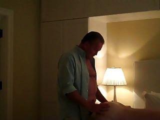 सुंदर बड़ा आदमी मेरे छेद में लोड करने के लिए होटल के कमरे में आया था
