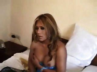 बहुत सेक्सी लेडीबॉय