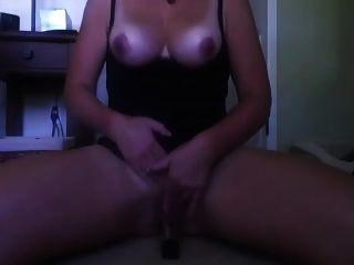 बड़े स्तन के साथ बड़े स्तन उसके dildo सवारी