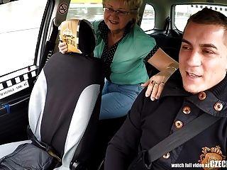 टैक्सी चालकों मुर्गा के लिए चेक परिपक्व गोरा भूख