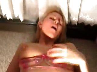 अंतिम क्रीमिया के साथ रसोई में एक milf के साथ गुदा सेक्स