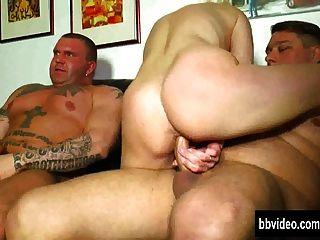 जर्मन milf त्रिगुट में लंड ले जाता है