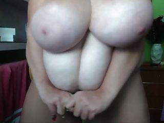 विशाल स्तन, विशाल clit