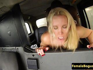 busty अंग्रेजी cabbie cockriding काले डिक