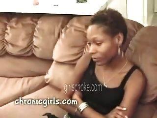 वाह बहनों इस काले बेघर nigga कारण वह मूर्ख बनाया