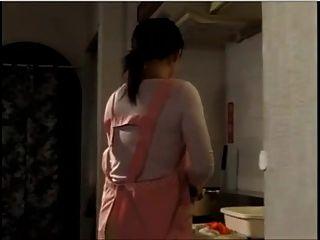 जापानी गृहिणी हर जगह गैंगबैंग