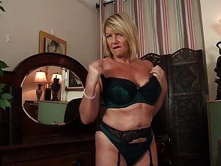 54 साल पुरानी ब्रिटिश माँ