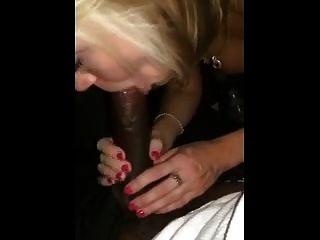क्लब पार्किंग में पत्नी