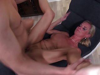 परिपक्व सुपर माँ बेटे मुश्किल और लंबे fucks