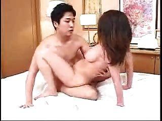 जापानी माँ और नहीं बेटा यह एक दूसरे की सेवा करता है (बिना सेंसर)