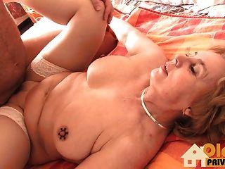 बड़े स्तन के साथ नानी!