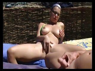 हस्तमैथुन और समुद्र तट पर blowjob